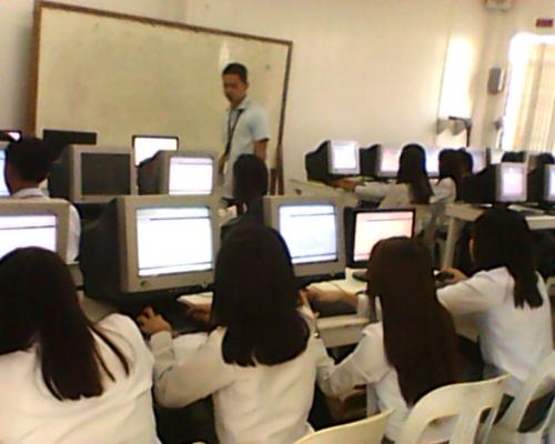 Mr. Bulaon, Technical Services Librarian, giving the Infotrac training to Education students.